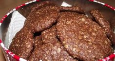 Csokis zabkeksz recept | APRÓSÉF.HU - receptek képekkel Cookie Recipes, Snack Recipes, Dessert Recipes, Snacks, Diet Recipes, Healthy Cake, Healthy Desserts, Diet Cake, Chocolate Oatmeal
