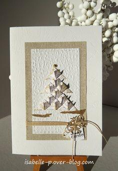 Hello, Il faut vraiment que j'accélère la cadence pour vous montrer mes dernières cartes de Noël et de Voeux ! Pour un de mes ateliers, j'ai réalisé des cartes avec différents pliages, type origami ou quilling. Une première dans des tons blanc/beige/doré,...