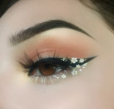 Foto - Daisy Chain Eye Make-up. - Foto – Daisy Chain Eye Make-up. Cute Makeup Looks, Makeup Eye Looks, Eye Makeup Art, Skin Makeup, Makeup Inspo, Eyeshadow Makeup, Makeup Ideas, Makeup Style, Pink Eyeshadow