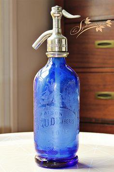 Ancien siphon 1/2 litre bleu cobalt. Maison Baude Frères, quartier Saint-Loup à Marseille