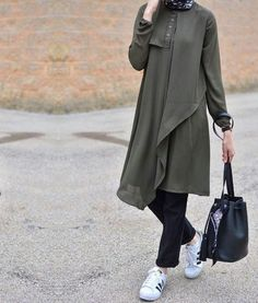 black-trench-coat- How to wear trench coat with hijab http://www.justtrendygirls.com/how-to-wear-trench-coat-with-hijab/