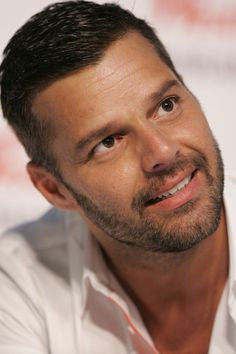 Yep, Ricky Martin is still bangin' at Latest Celebrity Gossip, Celebrity News, Pop Musicians, Carole King, Joan Baez, Thing 1, Toni Braxton, Famous Singers, Face Men