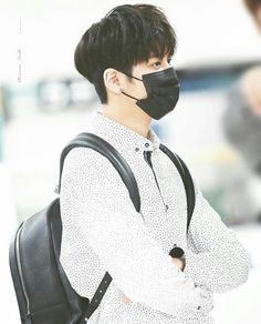 Ikon baby maknae isn't a baby anymore. Stop growing Chanwoo. 😭 chanwoo is getting so handsome. Well he haves always been handsome. 😘😍❤