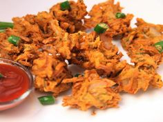 Onion Bhaji Recipes, Tomato And Onion Salad, Eggplant Curry, Indian Cookbook, Indian Food Recipes, Ethnic Recipes, Chaat Masala, Evening Meals, Indian Dishes