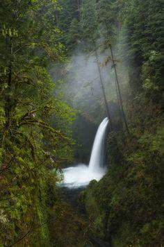 Metlako Falls, Columbia River Gorge, Oregon, USA