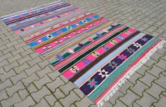 """Size : 70 """" x 126"""" or 5' 9"""" x 10' 5"""" Excluding fringe / Size metric : 179 cm x 320 cm. Condition : Original Rug is in Very Good condition. All images are of the actual item being purchased taken outdoor with daylight."""