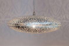 Filigrain hanglamp, ook wel gaatjes lamp genoemd, van Zenza in mat zilver kleur. Verkrijgbaar in 3 diameters. Meer filigrain lampen op de website.