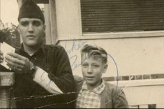 Elvis Presley Rare Images, photos, pictures never seen before 1970 elvis and his daughterGraceland Elvis Presley Las Vegas, Elvis Presley Photos, Rare Images, Rare Photos, Change Of Habit, Memphis Mafia, Happy 11th Birthday, King Creole, Young Elvis