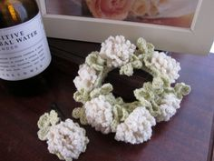 シロツメクサの花飾りシュシュ #90の作り方|編み物|編み物・手芸・ソーイング | アトリエ|手芸レシピ16,000件!みんなで作る手芸やハンドメイド作品、雑貨の作り方ポータル
