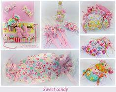 Φωτογραφία: Sweet candy   Καραμέλες μπομπονιέρες βάπτισης, βιβλίο ευχών διακοσμημένο με μίνι καραμέλες και μονόγραμμα, μαξιλάρι καραμέλα, σετ κεράκια μπουκαλάκι και πουγκάκι για σαπούνι.