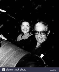 Download this stock image: Jackie Kennedy with husband Aristotle Onassis - E0YBY2 from Alamy's library of millions of high resolution stock photos, illustrations and vectors.