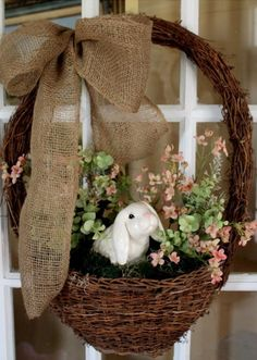 Easter basket ideas, Rustic Easter Basket Wreath, DIY Easter craft ideas, Easter party decorations  #Easter #ideas #holiday www.loveitsomuch.com