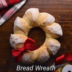 Get into the holiday spirit with this easy to make French bread wreath! Healthy Bread Recipes, Gourmet Recipes, Baking Recipes, How To Make Bread, Food To Make, Bread Baking, Bread Food, Breaded Chicken, French Tips