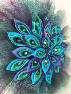 This one-of-a-kind handmade Peacock themed bouquet has already been sold but I would be thrilled to make one similar just for you. This listing is for a 8 in diameter bouquet. Other sizes can be created. If you are interested in a different size please contact me and we can go over