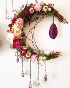 Great way to show my amethyst - Dream catcher - . - Apple pie - Great way to show my amethyst Dream catcher - Los Dreamcatchers, Moon Dreamcatcher, Diy And Crafts, Arts And Crafts, Summer Crafts, Deco Boheme, Diy Plant Stand, Plant Stands, Ideias Diy