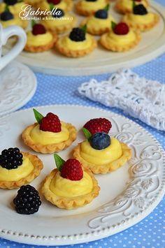 Gabriella kalandjai a konyhában :): Vaníliakrémes kosárka Cherry Cake, Hungarian Recipes, Pound Cake, Cheesecake, Muffin, Sweets, Meals, Cookies, Baking