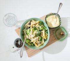 Es muss nicht immer ein Tomatensugo oder eine Bolognesesauce sein zu Pasta. Eine feine Käsesauce mit Broccoli macht sich genauso gut auf dem Teller.