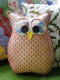 fabric owl by button bird designs Fabric Crafts, Sewing Crafts, Sewing Projects, Scrap Fabric, Sewing Tips, Sewing Tutorials, Owl Bags, Felt Owls, Pillow Tutorial