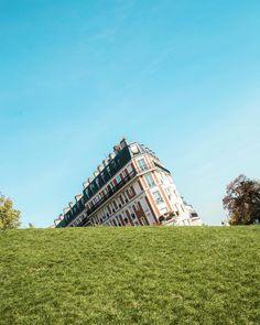 Veja o mundo de uma nova perspectiva.  See the world from a new perspective.  Paris France.  w/ @rairovsky  by paulodelvalle
