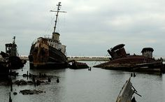 Staten Island Boat Graveyard-- Arthur Kill Rd hear Rossville Ave miles from ferry terminal). Abandoned Ships, Abandoned Places, Spooky Places, Haunted Places, East Coast Road Trip, Ghost Ship, Famous Places, Staten Island, Places To See