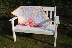 Schöne Babydecke mit schlafendem Mond als Motiv und kuschelweicher Rückseite aus farbenfrohem Flanell.    Die einzelnen Motive der Vorderseite habe ic