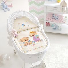 Scheme on squared paper to realize the cot blanket with cross-stitched teddy bears
