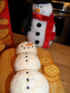 DIY HOLIDAY: Snowman Cheese Ball. What a great idea for a Christmas party.