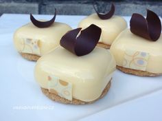 VÍKENDOVÉ PEČENÍ: Citronové dortíky s mangem