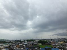 https://flic.kr/p/Xht2VK | The harbinger of typhoons 01 | 台風が近づきつつある今朝の空模様です。 This typhoon is approaching this morning's sky.