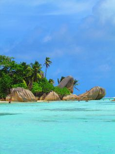 Escape with La Source. Sea And Ocean, Ocean Beach, Most Beautiful Beaches, Beautiful Places, Places Around The World, Around The Worlds, Chat Origami, Seychelles Islands, Freedom Travel