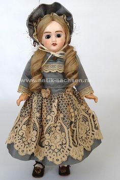 Антикварная французская кукла фабрики Jules Verlingue, выпущенная в 1915-1920 годы.