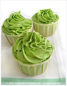 One of the more unique dessert recipes you'll find here, these delicious cupcakes have hues of green tea Matcha, vanilla and super sweet frosting. Green Tea Cupcakes, Matcha Cupcakes, Mini Cupcakes, Velvet Cupcakes, Pistachio Cupcakes, Vanilla Cupcakes, Cupcake Recipes, Cupcake Cakes, Dessert Recipes