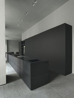 Minimal doesn't always have to be white, like this beautiful minimal Minotti Cucine kitchen - Matte black island bench and black full height cupboards.