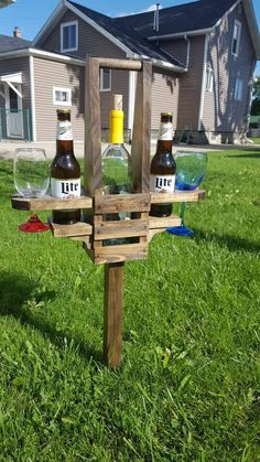 Backyard Beer and Wine Caddy by BadgerwoodCreations on Etsy Diy Pallet Projects, Outdoor Projects, Wood Projects, Woodworking Projects, Diy Backyard Projects, Cool Diy Projects, Backyard Games, Backyard Patio, Backyard Landscaping