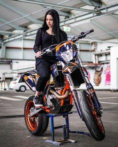 Lady Biker, Biker Girl, Girl Motorcycle, Motorcycle Quotes, Triumph Motorcycles, Custom Motorcycles, Motard Bikes, Bobbers, Ducati
