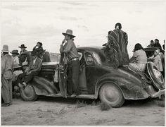 New Mexico, National Geographic. Native American Photos, Native American Indians, American History, Native Indian, Indian Art, Vintage Photographs, Vintage Images, Vintage Cars, Vintage Racing