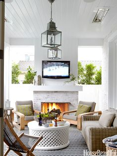 Open-Air and Rustic- oustside seating area- tv above fireplace- heat lamps in ceiling