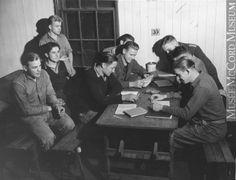 Prisonniers au camp de Farnham 1940s, Camping, Prisoner, War, Campsite, Campers, Tent Camping, Rv Camping