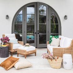 Interior designer Marie Flanigan explains ​how to combine textures with wicker furniture to create a beautiful outdoor space. See her Top 3 reasons to use wicker furniture on your patio! Outdoor Spaces, Outdoor Living, Interior And Exterior, Interior Design, Design Interiors, My New Room, Style At Home, Home Fashion, Decoration
