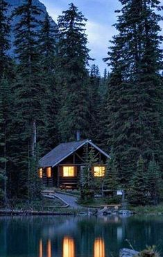 Into The Woods, Cabins In The Woods, House In The Woods, Log Cabin Living, Log Cabin Homes, Lake Cabins, Cabins And Cottages, Ideas De Cabina, Little Cabin