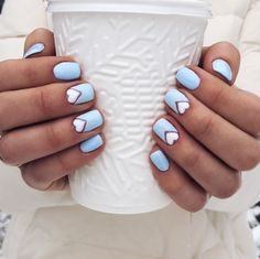Ideas for winter nails. Light blue with white hearts nail design. Instagram @veronikaslipa