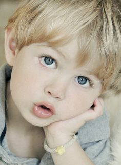 Little boy with blonde hair and blue eyes beautiful children, precious chil Precious Children, Beautiful Children, Beautiful Babies, Little People, Little Boys, Cute Kids, Cute Babies, Baby Faces, Kids Around The World