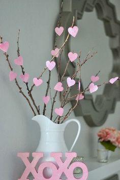 un bouquet de branche fait avec des coeurs