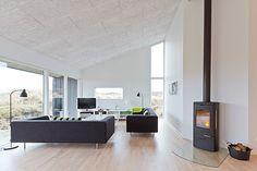 Det rene skandinaviske hjem med udsigt til klitterne og det åbne hav.