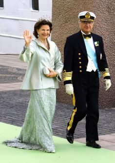 Swedish King Carl Gustaf and Queen Silvia arrive at Evert Taubes Terrass on Riddarholmen, after the wedding of their daughter Princess Madeleine in Stockholm, Sweden, 08 June 2013