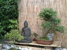 Resultado de imagen para jardin zen interior bajo escalera