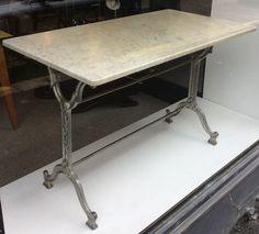 aavistuksen vihertäväkantinen marmoripöytä . 60 x 110 cm . korkeus 72cm. @kooPernu