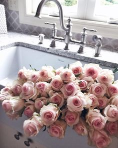 To that time CellaJaneBlog filled her sink with 'Sweetness'. #Bouqlove