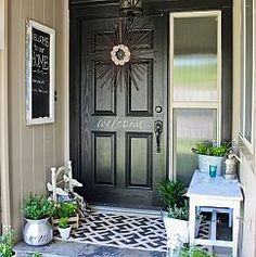 creative front door decor suggestions you for curb appeal and also elegant welcomings. Front door enhancing that is easy, classic + fun! Farmhouse Front Porches, Small Front Porches, Front Porch Design, Porch Designs, Small Porch Decorating, Decorating Ideas, Decor Ideas, Door Decorating, English Cottage