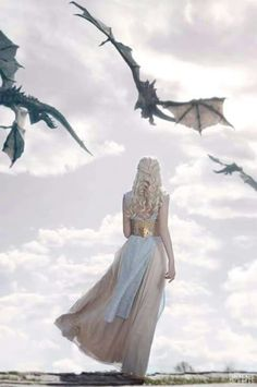 Daenerys Targaryen - Game of thrones Arte Game Of Thrones, Game Of Thrones Dragons, Game Of Thrones Tumblr, Game Of Thrones Khaleesi, Game Thrones, Got Dragons, Imagine Dragons, Series Movies, Movies And Tv Shows